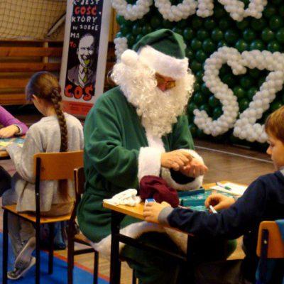 Mikołaj czasem też grał w Scrabble